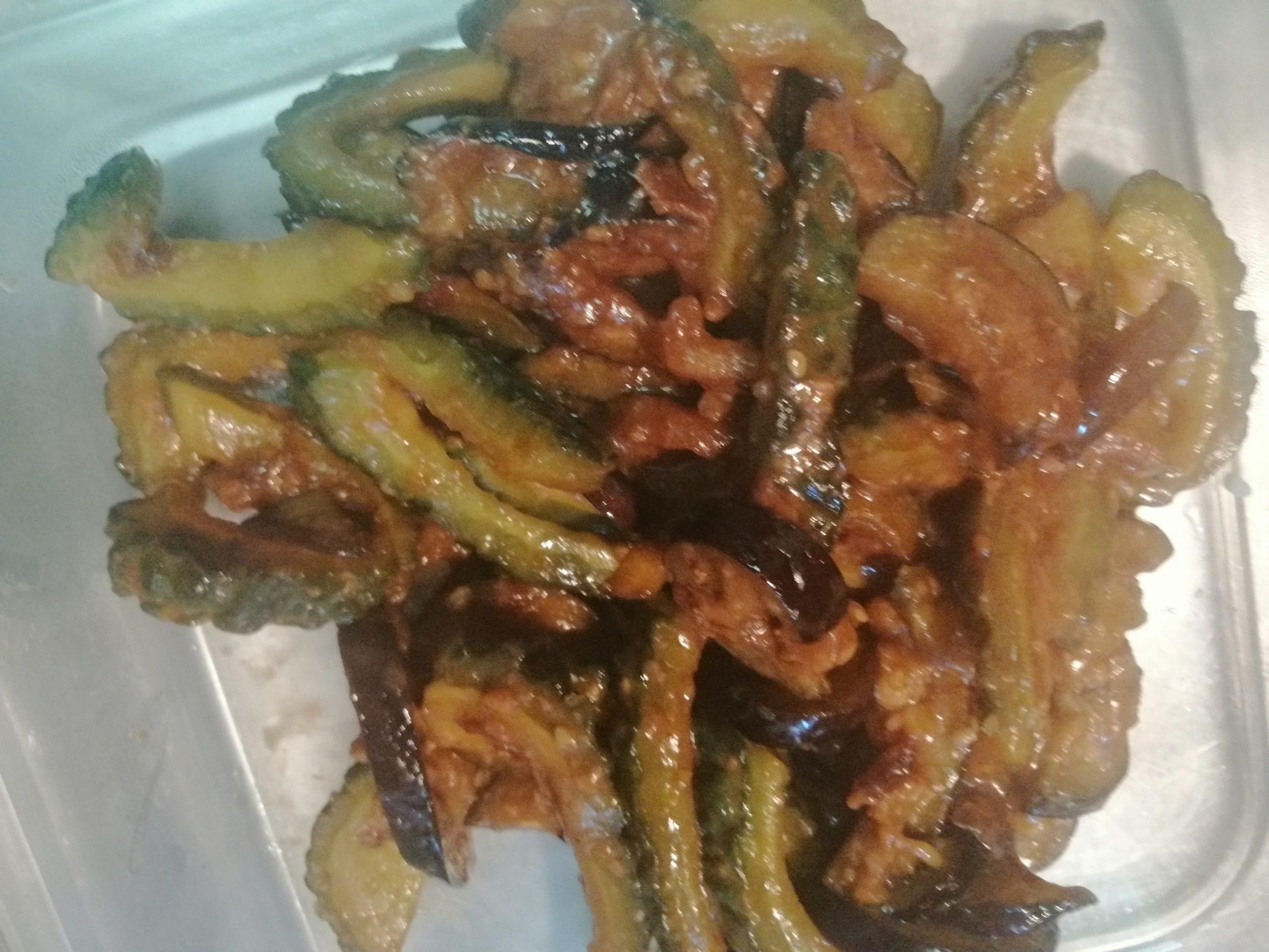 宮崎県の郷土料理「なすびとにがごり(ゴーヤ)の油炒め」のレシピ